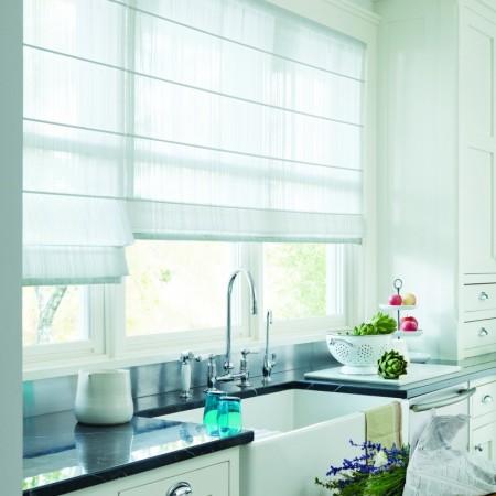 Su cocina se verá elegante y más espaciosa con las cortinas romanas isorama.